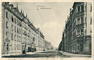 Ein anderer Blick in die Wölckernstraße, ebenfalls von der Kreuzung Pillenreuther Straße gegen Osten, aufgenommen zwischen 1905 und 1911.