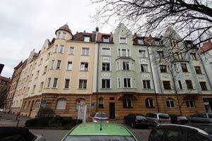 Die Häuser Kaulbachstraße 36 und 38 mit Kobergerplatz 4, von rechts nach links.