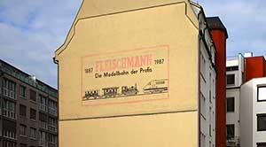 Werbung, die Eindruck machte. Seit 2012 ist die Westfassade des Hauses Kirchenweg 13 durch einen Neubau verdeckt.