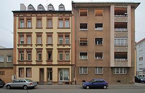Im ganzen Karree der Schule hat nur das Haus Georg-Strobel-Straße 23 links im Bild den Zweiten Weltkrieg überlebt.